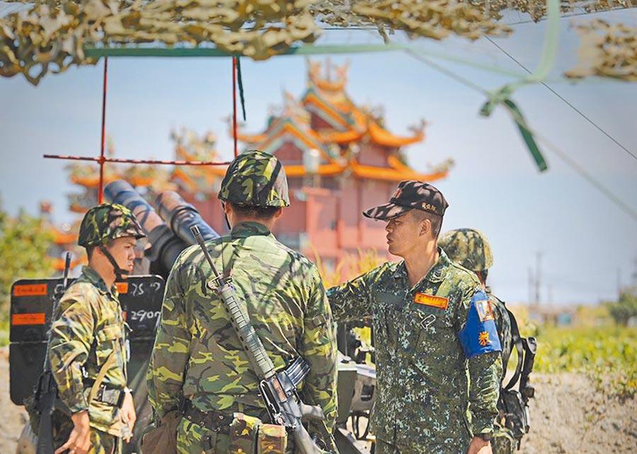 漢光36號演習是後備軍人首次參與105榴彈砲射擊任務,後備兵力在演習中的角色與任務大幅提升。(摘自蔡英文臉書)