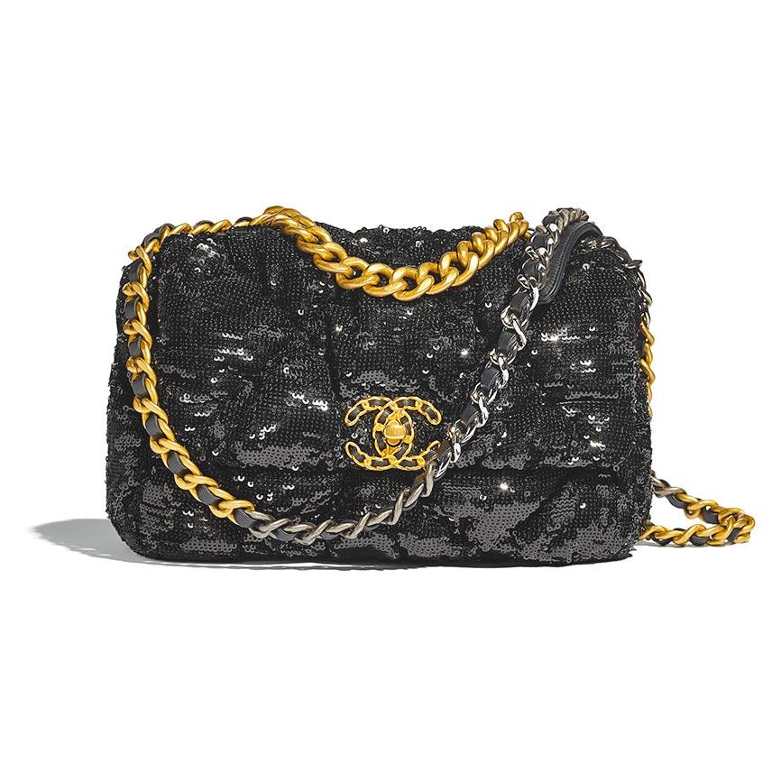 CHANEL黑色亮片刺繡19包16萬8600元。(CHANEL提供)