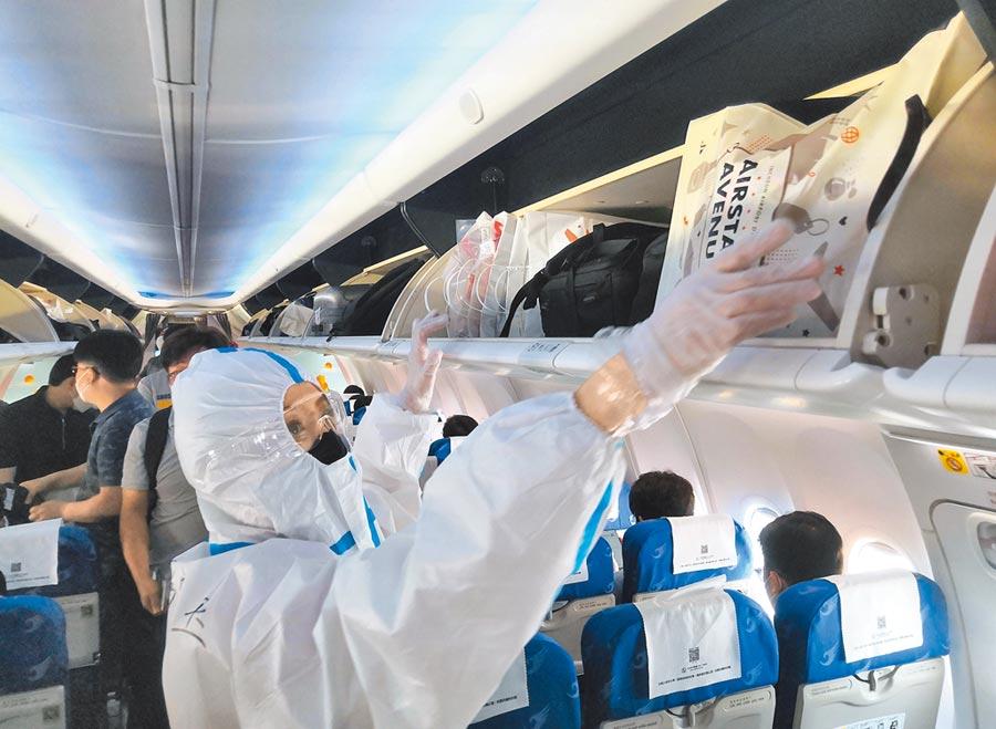 6月20日,中韓開闢綠色通道,快速保障旅客辦理入境、檢驗檢疫、防疫檢查等手續。(中新社)