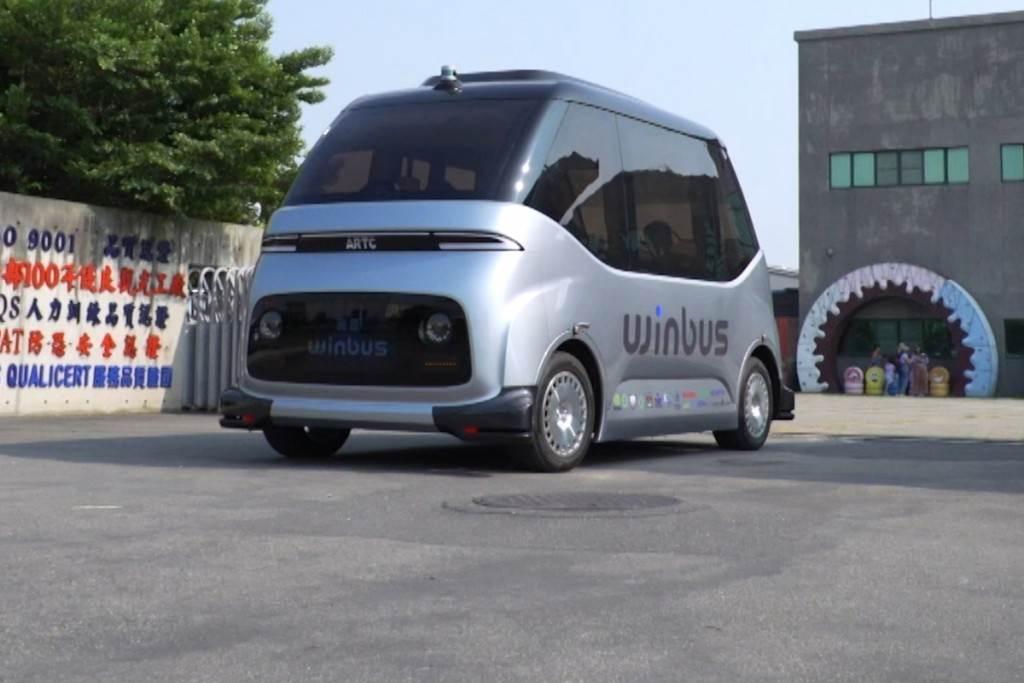 自動駕駛小巴士帶你玩鹿港 國人自製WinBus正式營運