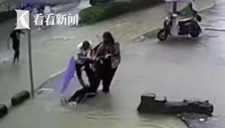 驚悚!單車女暴雨中摔坑滅頂 剩黑髮飄水面
