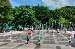 炎夏玩水樂消暑 蕭壠文化園區親水公園加開水舞秀