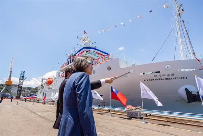總統蔡英文出席「新海研一號」命名交船典禮。圖/總統府提供