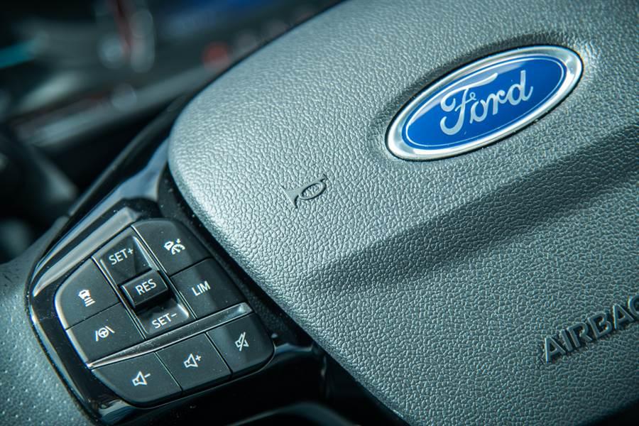 以文雅姿態快意駕馭不同場合!Ford Kuga 180 EcoBoost旗艦型