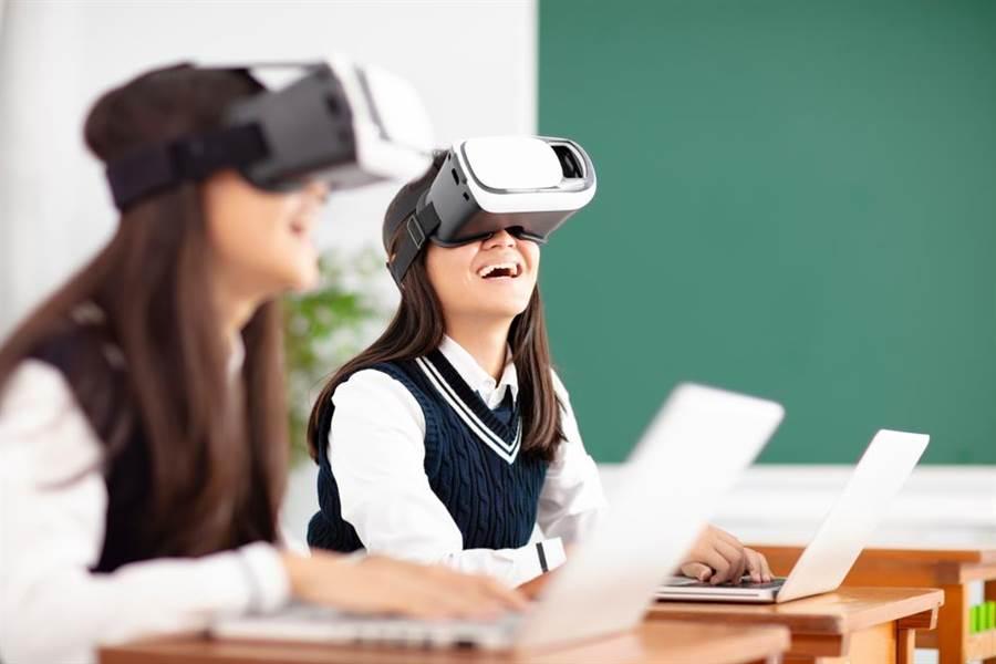 台灣之星攜手旭聯科技,以行動通訊服務為數位學習賦能,打造未來世代顛覆傳統課堂的智慧學習解決方案。(台灣之星提供)