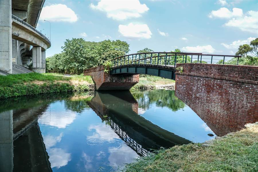 「竹東頭前溪生態公園水環境改善計畫」將改善木棧橋。(羅浚濱攝)
