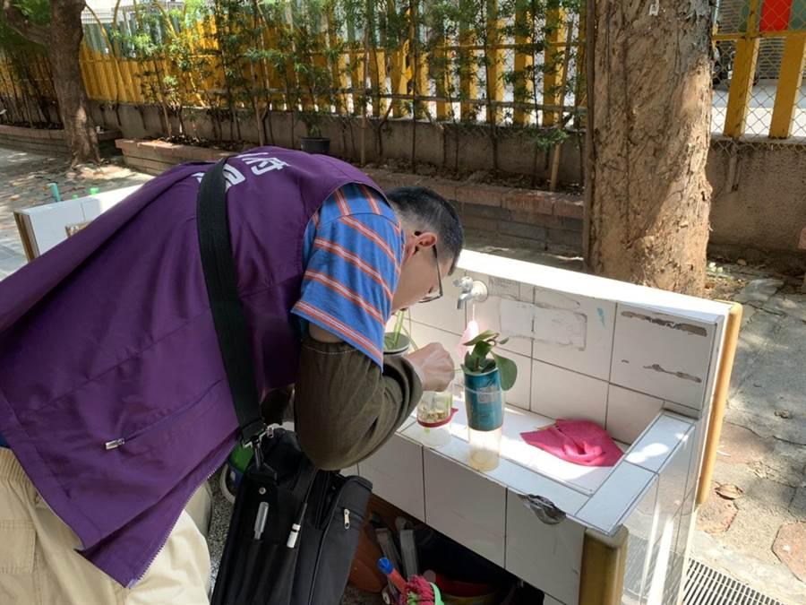 衛生局提醒,民眾應做好防蚊措施,避免蚊蟲叮咬,落實「巡、倒、清、刷」4步驟,避免讓積水成為孑孓生長的溫床。(桃園市衛生局提供/姜霏傳真)
