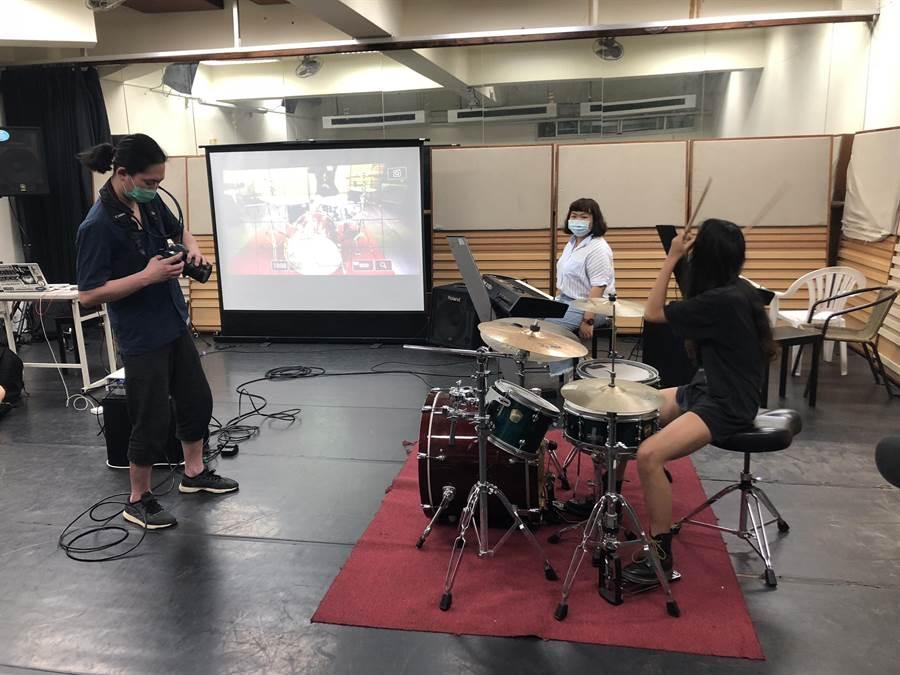 樹德科技大學表演藝術系開設「流行音樂專題—李志倫」課程,為學生量身訂做單曲,完成「星」願。(林瑞益攝)