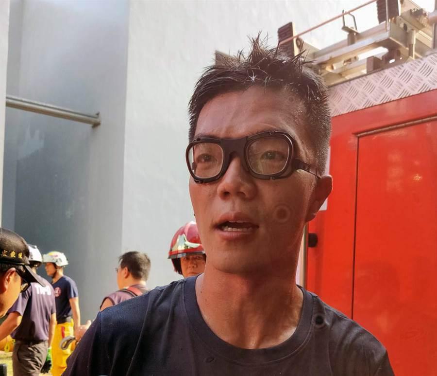 單槍匹馬下坑救人的台南市消防局和緯分隊隊員蔡承翰。(洪榮志攝)