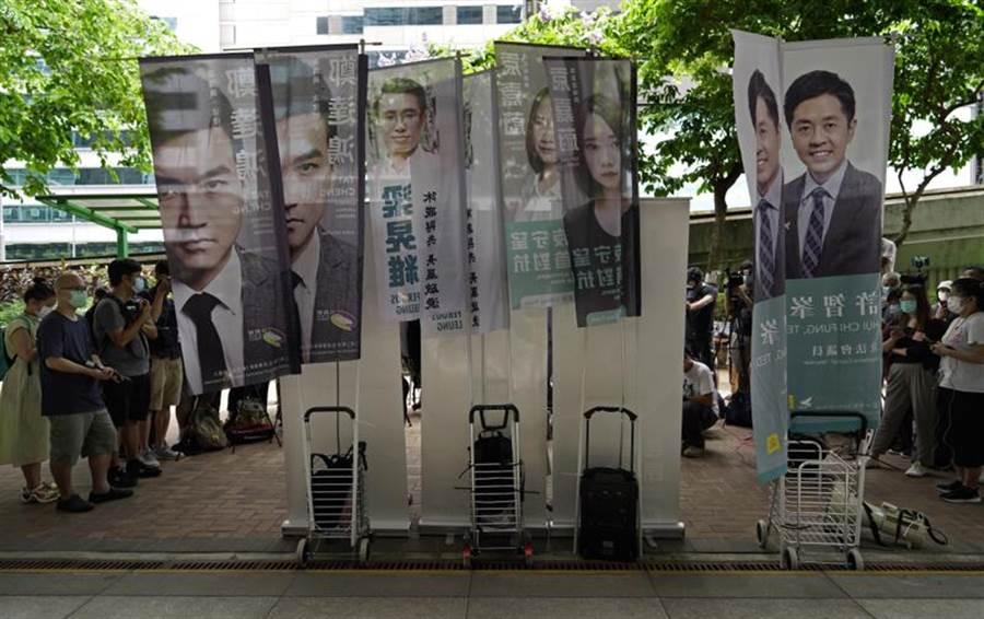 香港民主派候選人為預定9月舉行的立法會選舉衝刺。(美聯社)