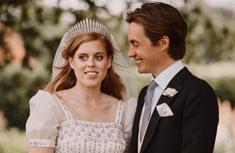 英國女王孫女碧翠絲公主結婚了!婚紗皇冠全是奶奶古董(圖/達志影像提供)