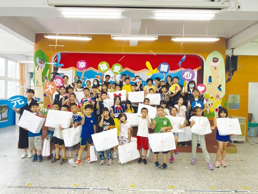 用行動支持偏鄉教育,「元大幸福日」前進北區六所學校。圖/元大金控提供