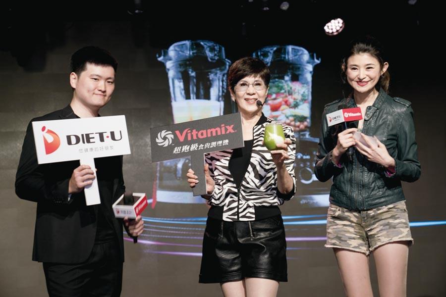 主持人蘇宗怡(右起)、養生達人陳月卿、台灣總代理營運總監陳柏年。圖/業者提供