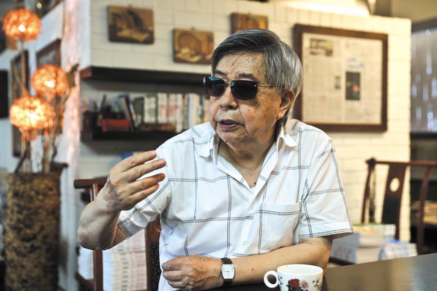 如今83歲的爾雅出版社創辦人隱地表示,「到這個年代,所有好的榮景都不在,我才真的覺得自己在做文學出版,在守著這塊園地。」(劉宗龍攝)