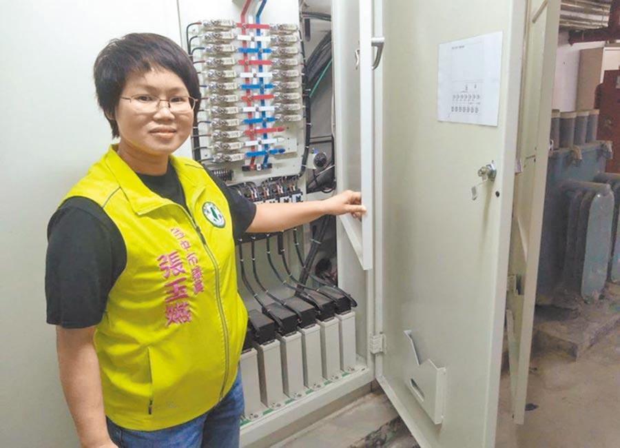 市議員張玉嬿指出,很多國中小學須先進行電力改善才能裝冷氣,否則就會跳電。(台中市議員張玉嬿服務處提供/陳世宗台中傳真)