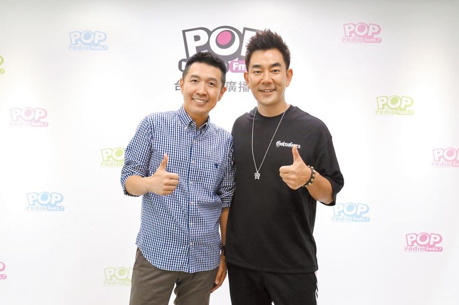 任賢齊(右)上俊菖的電台節目宣傳演唱會。(POP Radio提供)