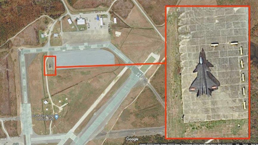 衛星照曝光美軍基地出現大陸殲-20戰機。(截圖自TheAviationist網站)
