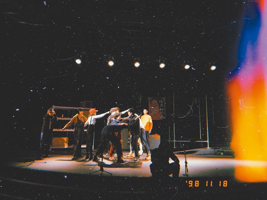2019年中国传媒大学戏剧团演出《契诃夫和不是他的剧场》。(作者提供)
