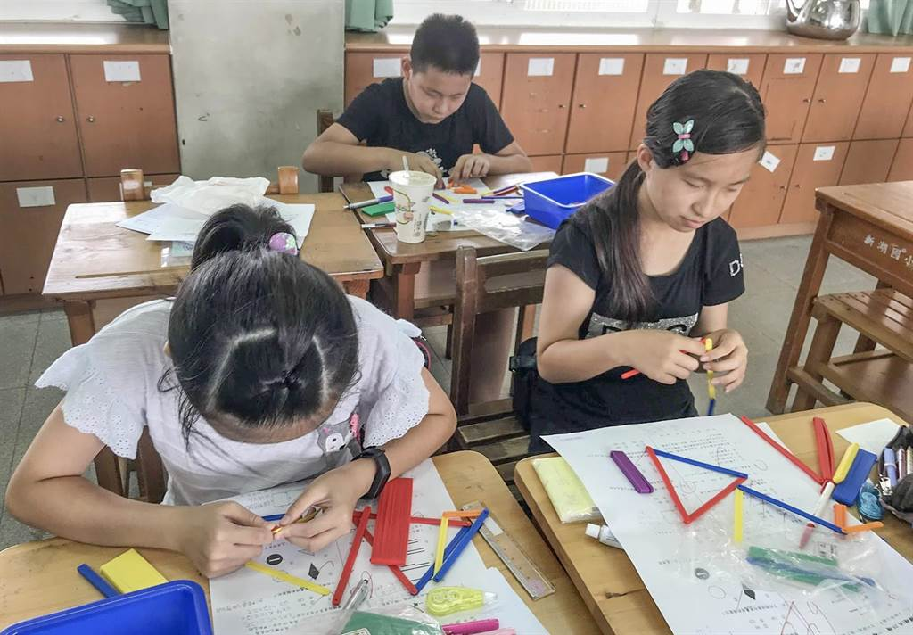 縣府教育處統計發現去年接受補教的學生,數學進步率81.6%。(羅浚濱攝)
