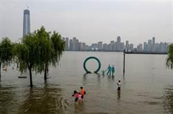 湖北清江上游堰塞湖開始洩洪 潰壩風險緩解