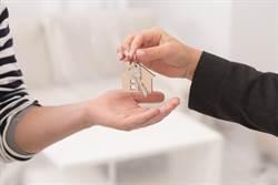 連上28天班為了買新房 男友要求「換公婆舊屋」她崩潰