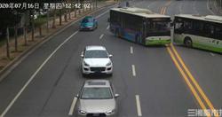 致命吸引力?公車司機橫停路中佔道只因想吃檳榔