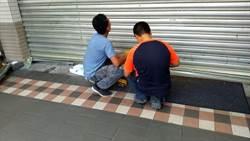板橋超商鐵捲門故障 8名客人受困