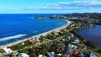 影》驚險畫面曝光!逾40戶急撤 澳海景第一排豪宅要掉到海裡了