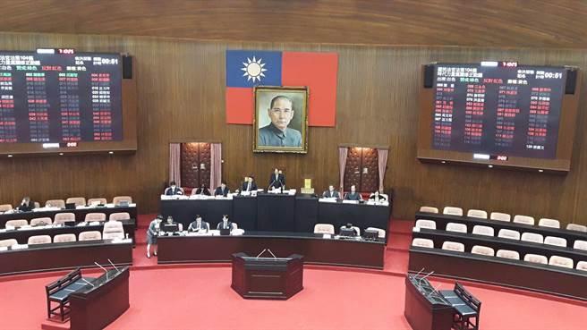 為解決恐龍法弊病,立法院花了將近3天3夜時間,在上午完成《國民法官法》草案三讀程序,宣告立法架構大致底定。(朱真楷攝)