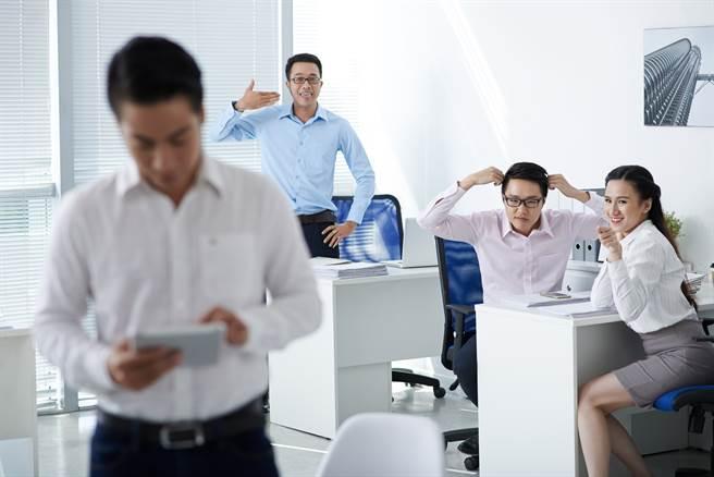 哪種同事最討厭?網友狂點名一行為:薪水小偷!