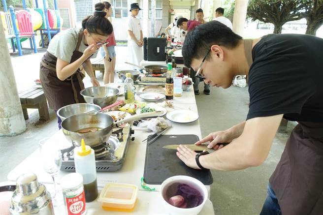 生態廚師利用雲林縣斗南特產台灣牛、越光米、馬鈴薯等做永續創意料理。(許素惠攝)