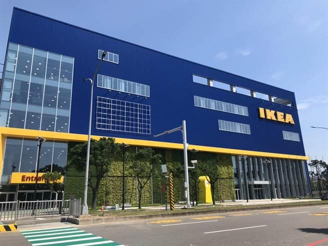 IKEA新桃園店23日開幕,預計會有不少遊客,警方也嚴陣以待。(賴佑維攝)