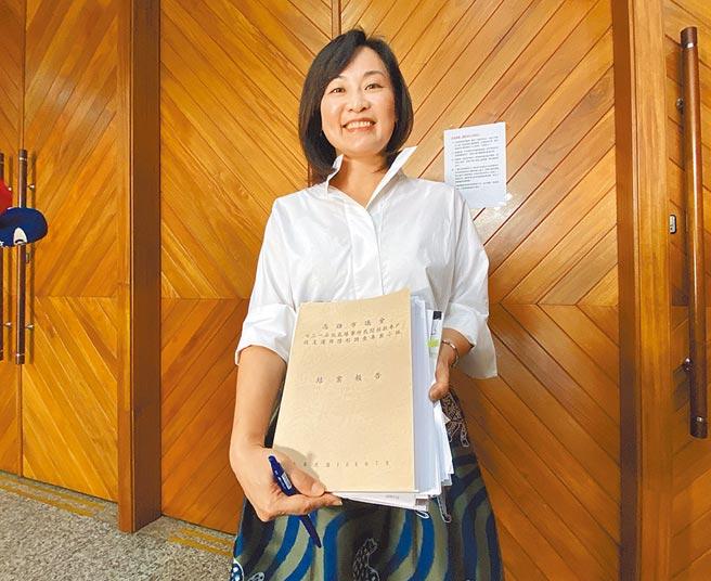 高雄市議會氣爆善款運用調查小組陳麗娜21日表示,高雄氣爆6周年前,沒有機會給災民交代,覺得可惜。(林宏聰攝)