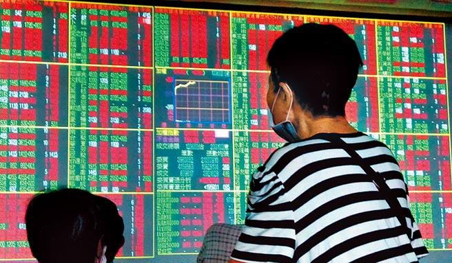 美國那斯達克以及費半指數創下新高,亞股也普遍走揚,激勵市場信心,台股21日終場指數大漲223點,收在12,397點,成交量2,237億元。(本報資料照片)