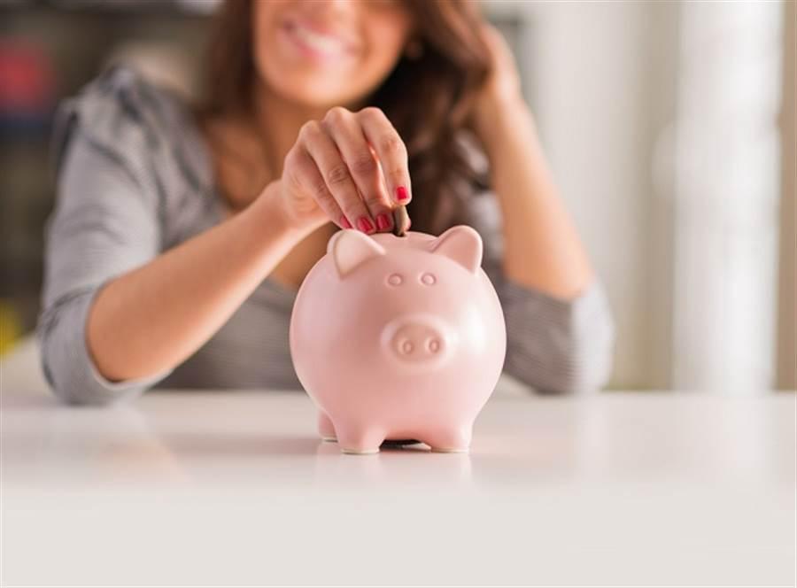 小孩告媽媽侵佔3倍券!一堂父母必修的金錢教養課。(示意圖/達志影像/shutterstock提供)