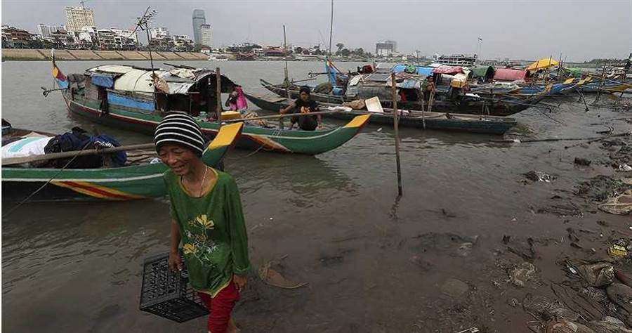 柬埔寨洞里薩湖是東南亞最淡水湖,附近也有許多居民從事漁業相關工作。(圖/達志/美聯社)
