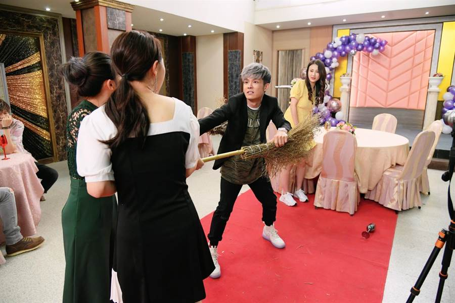 八三夭阿電客串台劇與女神上演肉搏戰。KKLIVE提供