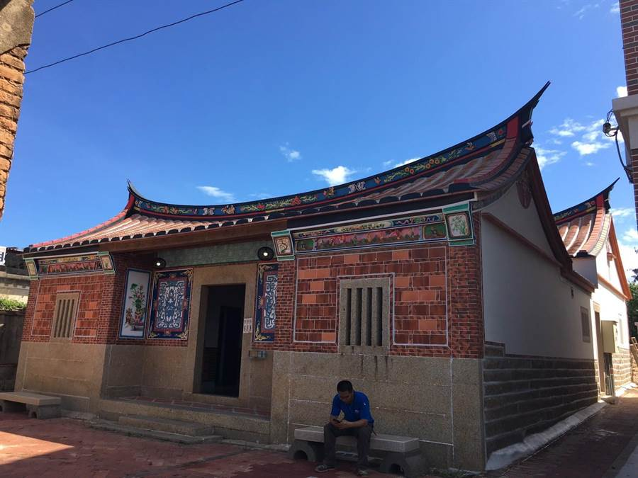 金門修復後的閩南紅磚古厝。(縣府建設處提供)
