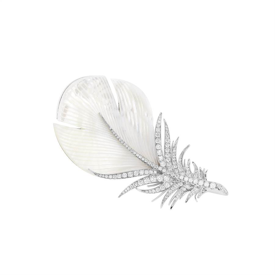 寶詩龍Caresse de Plume羽毛胸針,栩栩如生。(Boucheron提供)