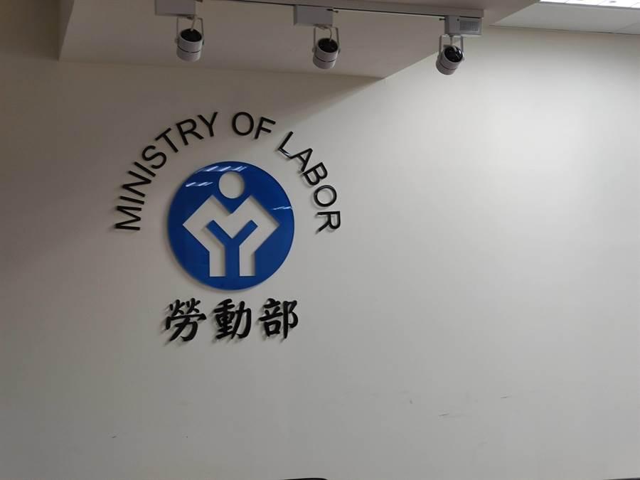 台南市安平水資源回收中心昨天發生硫化氫中毒事故,職安署與台南市職安健康處檢查員前往現場實施檢查。(林良齊攝)