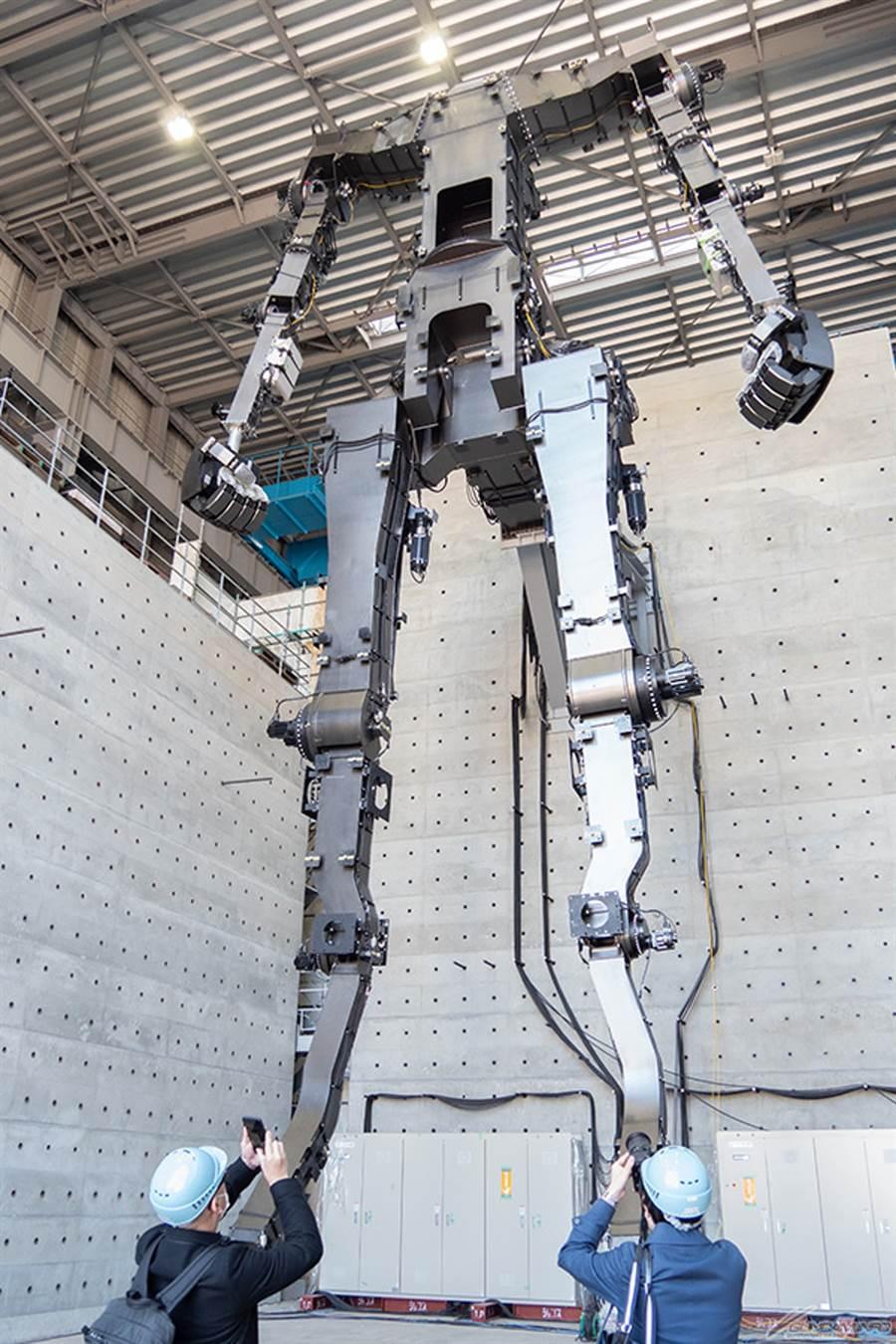 等比例鋼彈機器人的骨架。(圖/萬代)