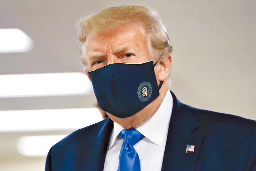 川普在推特上表示「戴上口罩便是愛國行為。沒人比我更愛國,我是你們最喜歡的總統!」圖/美聯社
