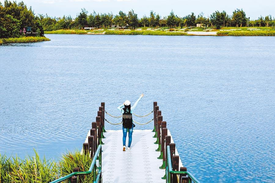 椬梧滯洪池,有雲林版小日月潭美稱,旅遊口湖海角新一代的打卡景點。圖/吳漾提供
