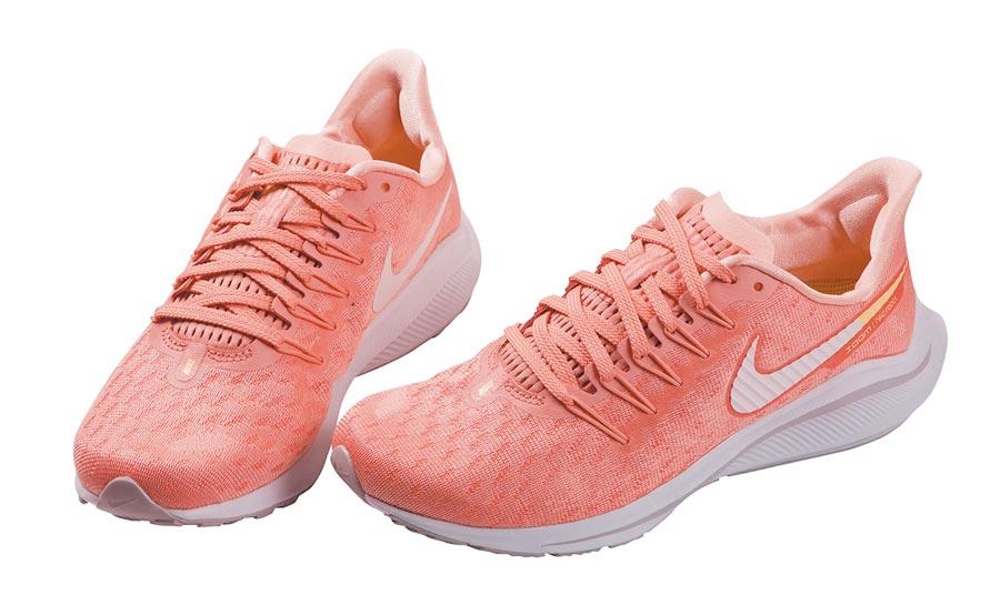 禮客Outlet公館店推女款NIKE運動鞋,原價4700元,特價2820元。(禮客Outlet提供)