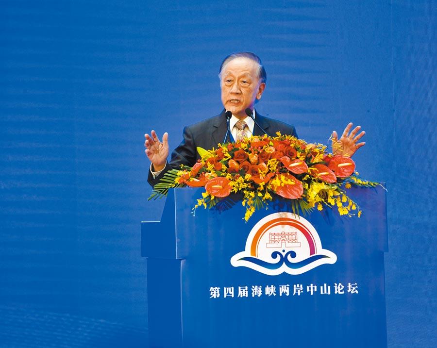 7月17日晚,新黨榮譽主席郁慕明,在廣東中山市第四屆海峽兩岸中山論壇開幕式致詞 。(中新社)