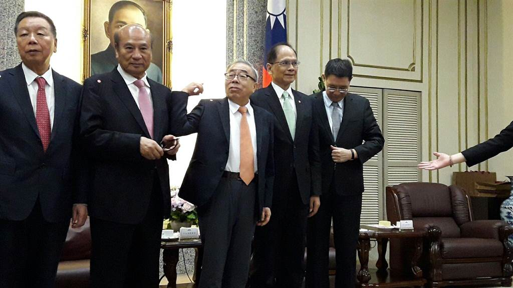 中華民國全國工業總會理事長王文淵,率幹部赴立院拜會立法院長游錫堃。(朱真楷攝)