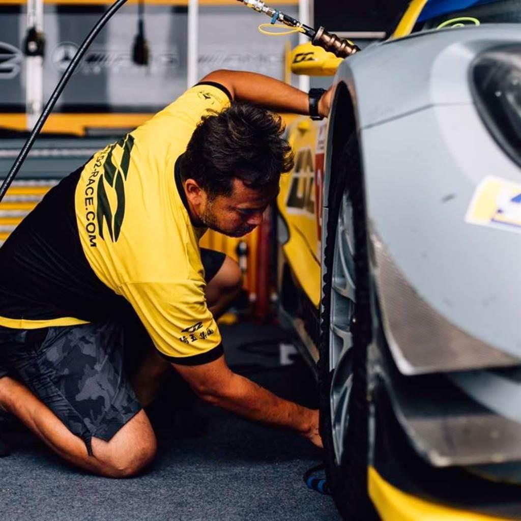 為賽車工藝堅守22年的汽車職人《邢廷宇》