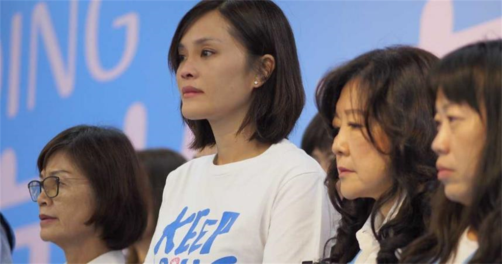 李眉蓁23日宣布放棄中山大學碩士學位。(圖/翻攝自臉書)
