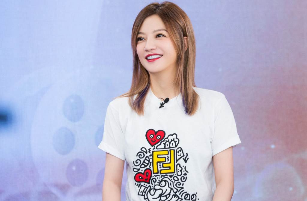 趙薇搶穿FENDI Mr. Doodle聯名新裝!展現女神俐落時尚魅力(圖/品牌提供)