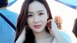 孫藝真自拍「超低胸U領洋裝」一撥長髮洩深溝弧線